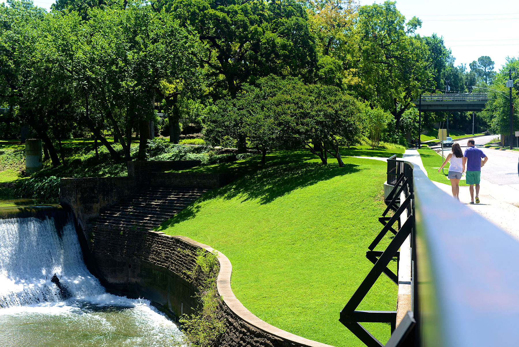Guide to Oak Lawn - Places to Live, Things to Do and Restaurants ...